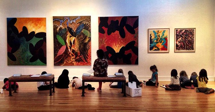 children in a gallery with 5 paintings